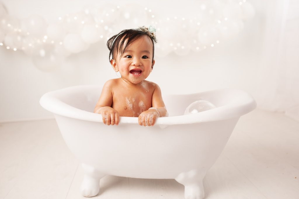 happy baby, white, roll top bath, white balloons, twinkle, bubbles, bromley photographer,