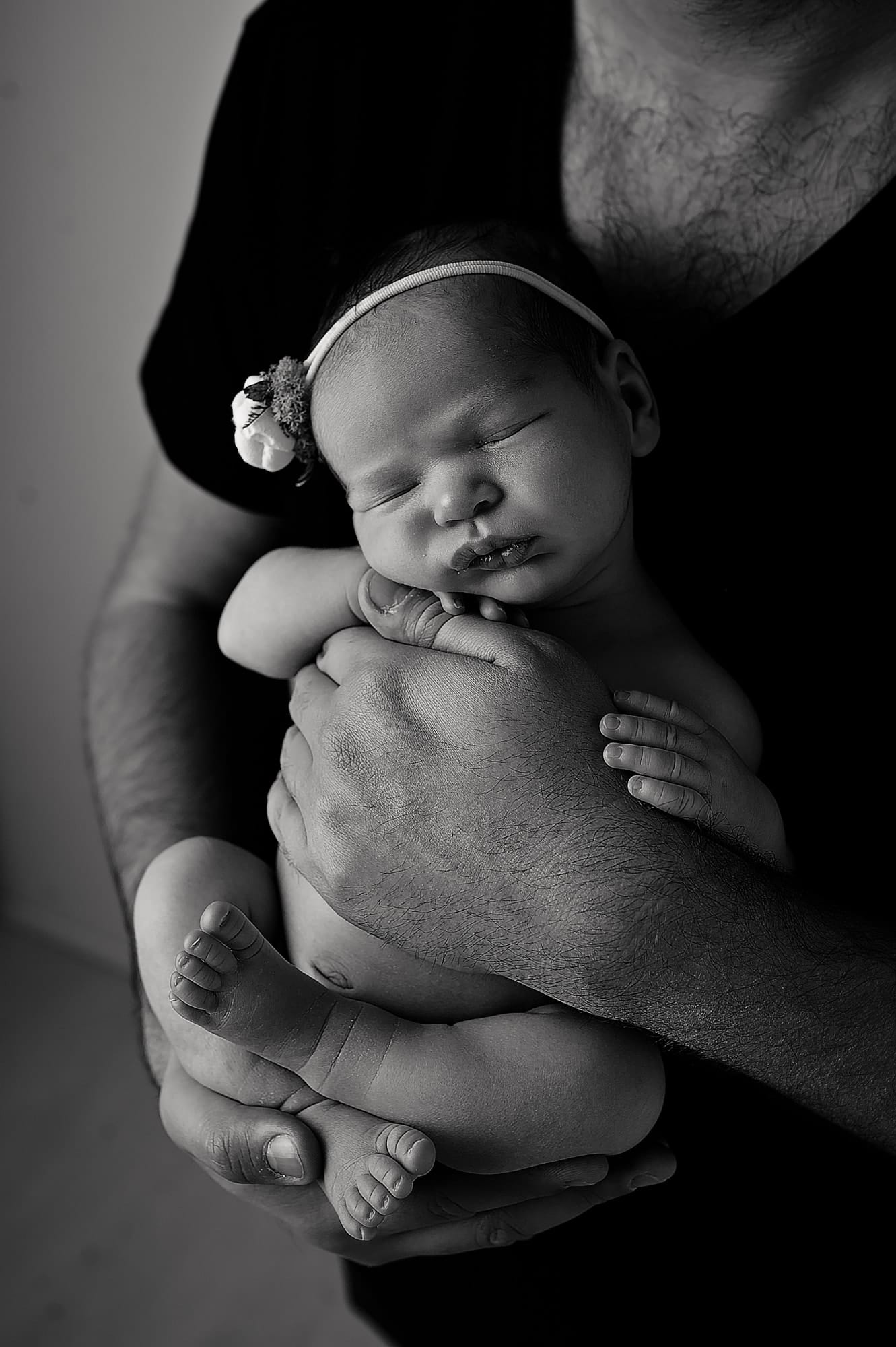 baby girl, daddy's hands, small, black and white, baby pictures, chislehurst, london