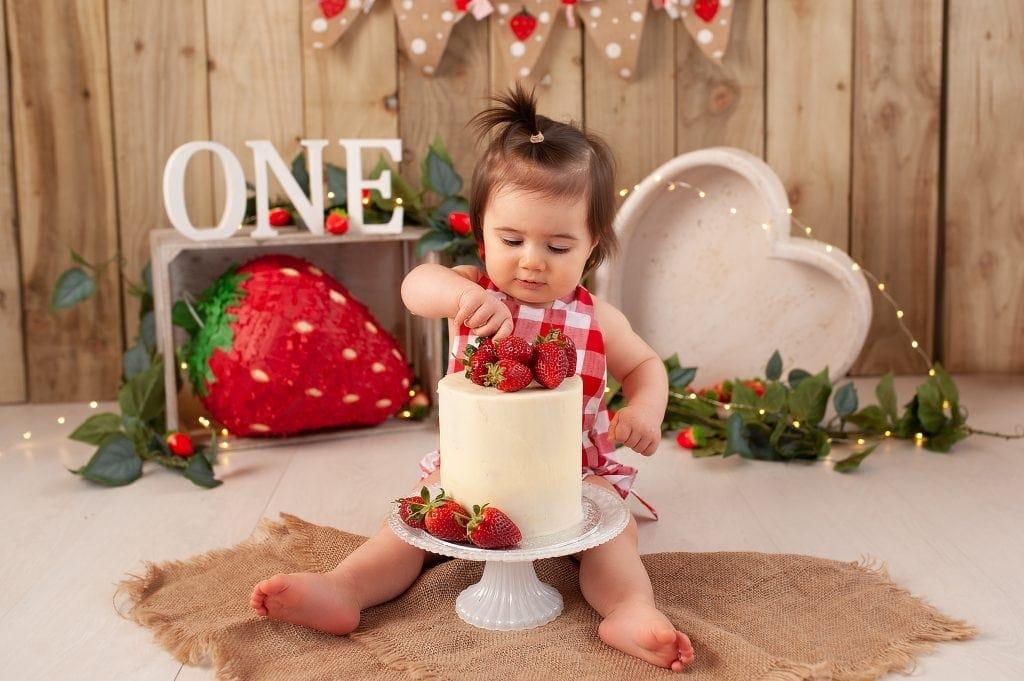 strawberry, the original photoblocks, heart bowl, gingham romper, red check gingham, strawberry vine, hessian, cake smash photographer near me, fruit cake