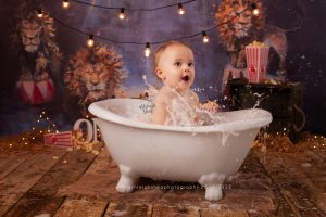 roll top bath, splash, circus, lion, popcorn, straw, first birthday, cake smash and splash, ashleigh shea photography, bromley, kent, london
