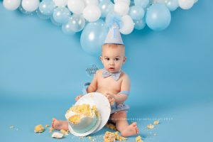 my life with jude, blue, cake smash, aphobos crossfit, bromley, cake smash near me, white, baby photographer