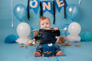 cookie monster, cake smash bromley, blue, cookie, balloons, bromley, kent, orpington, first birthday, shortlands,