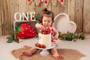 Strawberry, heart bowl, the original photoblocks, Ashleigh shea Photography, strawberry cake smash, bromley, kent, orpington,