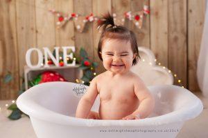 bath time, first birthday, strawberry, smash and splash, ashleigh shea photography, orpington, kent