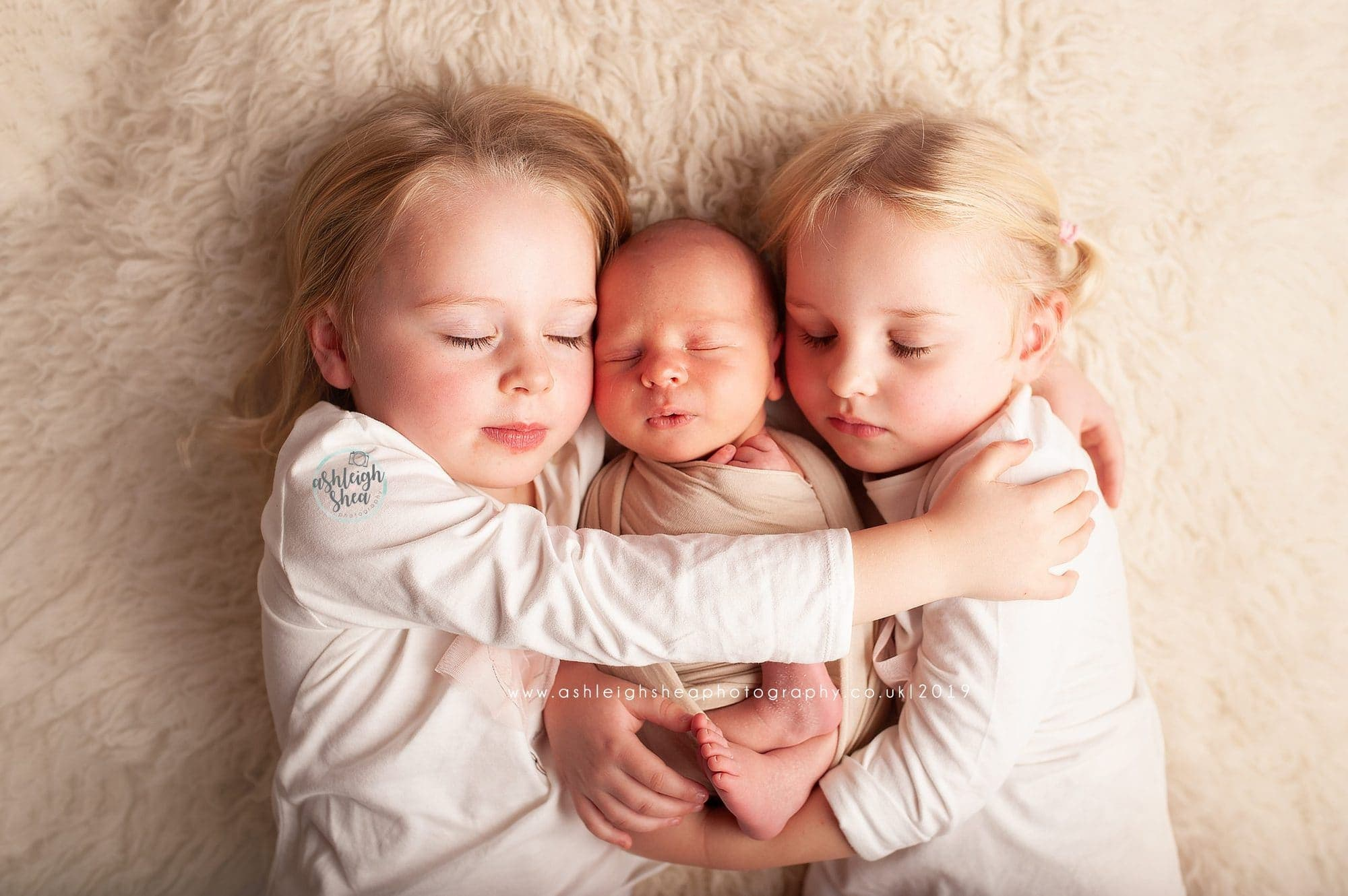 baby brother, big sisters, newborn photography, baby pictures, bromley, london, kent, family