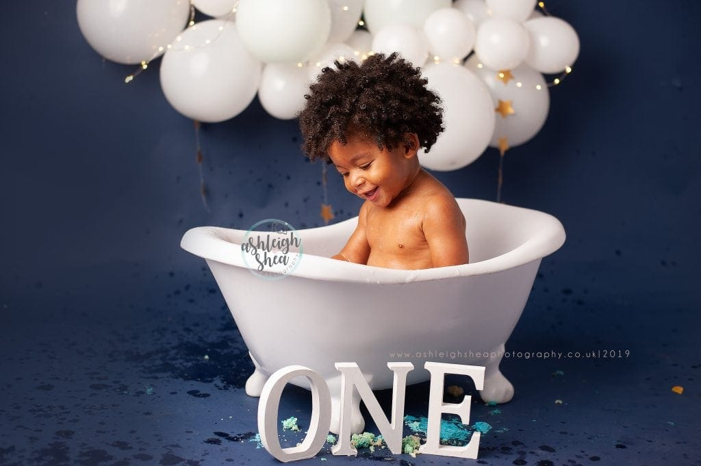 Bath Splash, First Birthday, White Balloon Garland, Boys First Birthday, Ashleigh Shea Photography, London, Orpington