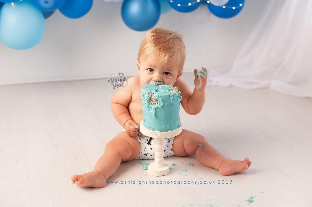 Cake Smash, First Birthday, Blue Balloon Garland, Boys First Birthday, Ashleigh Shea Photography, London, Orpington