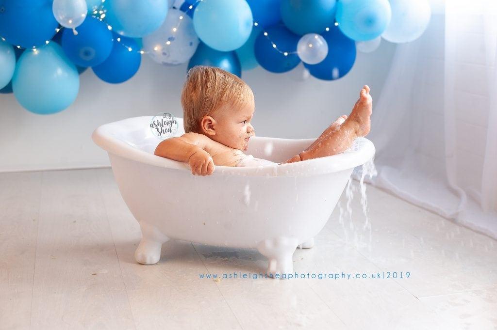 Bath Splash, First Birthday, Blue Balloon Garland, Boys First Birthday, Ashleigh Shea Photography, London, Orpington