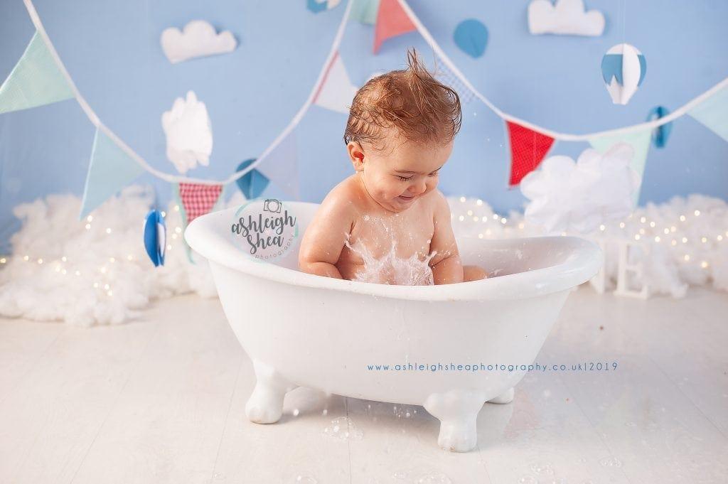 Bath Splash, Hot Air Balloon, Bunting, Cake Smash, Ashleigh Shea Photography, Bromley