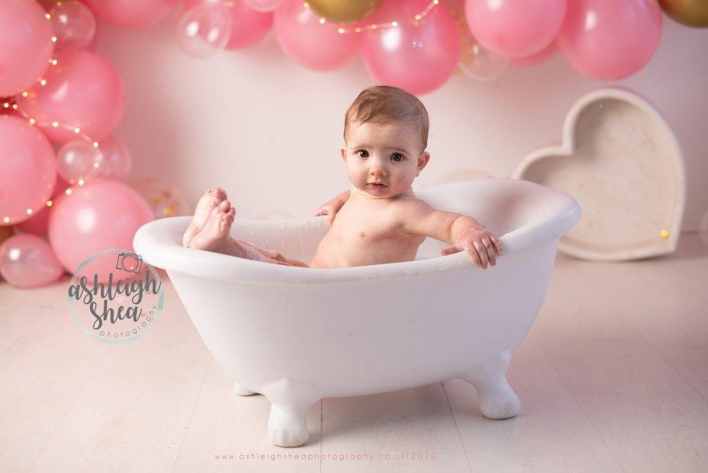 First Birthday, Bath Splash, Pink and Gold Balloon Garland, Ashleigh Shea Photography, Bromley, London Cake Smash Photographer